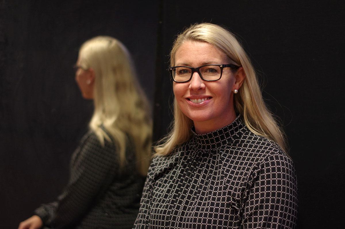 Linda Alexandersson, Scenkonstnärerna